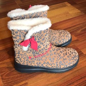 Girls leopard UGGs shearling boots size 4